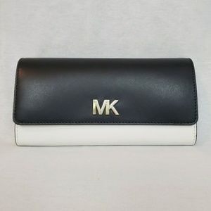 Michael Kors Montgomery Carryall Leather Wallet